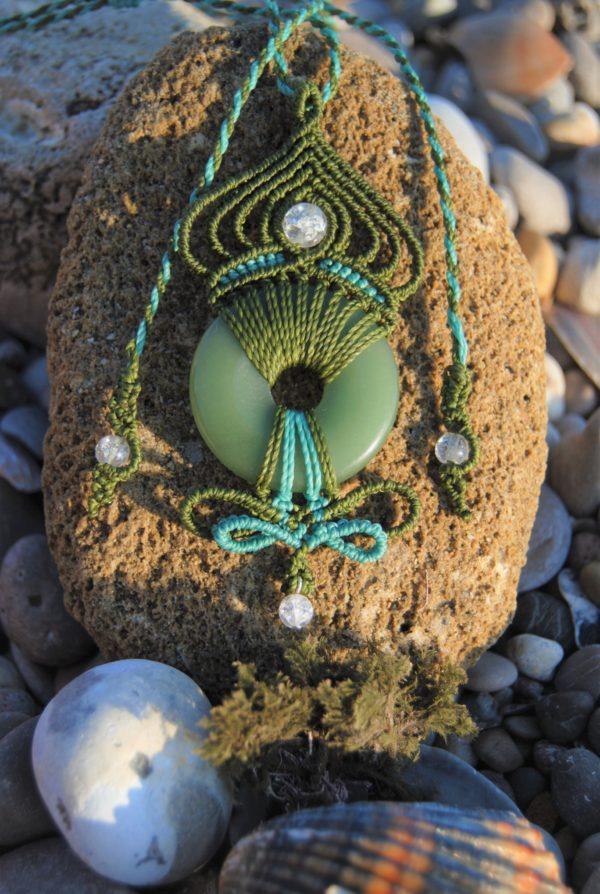 Modèle Kürlii aventurine bijoux micromacrame