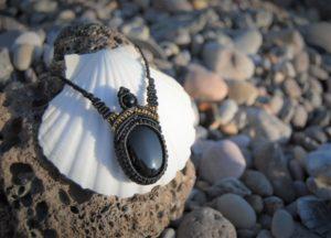 Modèle Ynokoh onyx noir bijoux micromacrame mixte homme femme noellia chami