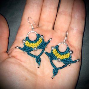 Missy boucles d'oreilles micromacramé bleu canard et jaune