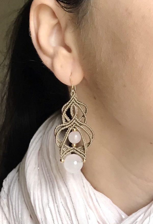 Boucles d'oreilles couleurs marron glacé et quartz rose lithothérapie