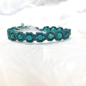 Bracelet en perles de turquoise macramé lithothérapie fil vert